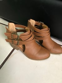 Pair of brown leather ankle strap heeled sandals Oakland, 94621