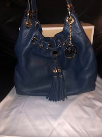 Michael Kors Navy Pebbled Leather shoulder tote style Camden brandnew Vancouver, V5V 4X8