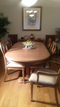 diningroom set with six chairs,table and hutch in like new condition TORONTO