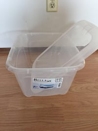 white plastic plastic container with lid Kelowna, V1W 1G1