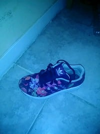 black and pink floral print low top sneaker Houston, 77029