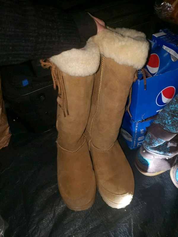 Uggs boots  0