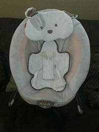 baby's white and gray bouncer 1694 mi