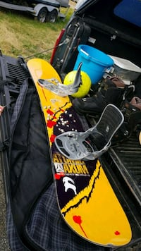 black and yellow snowboard deck 48 km
