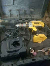 DeWalt cordless hand drill with case Sylvan Lake, T4S 0A5