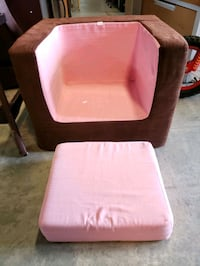 Arm chair @ clic klak used toy warehouse  Mississauga, L4X 2S3