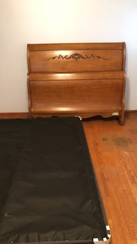 Queen bedframe with boxspring New Lenox, 60451