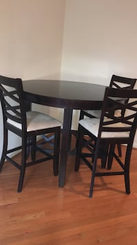 brown wooden round 3-chairs dining table set Ashburn, 20148