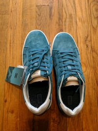 TOM'S MEN'S Canvas shoes. Size 9. never worn as I got the wrong size