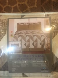 brown and white floral bed sheet set pack Richmond Hill, L4C 6K1