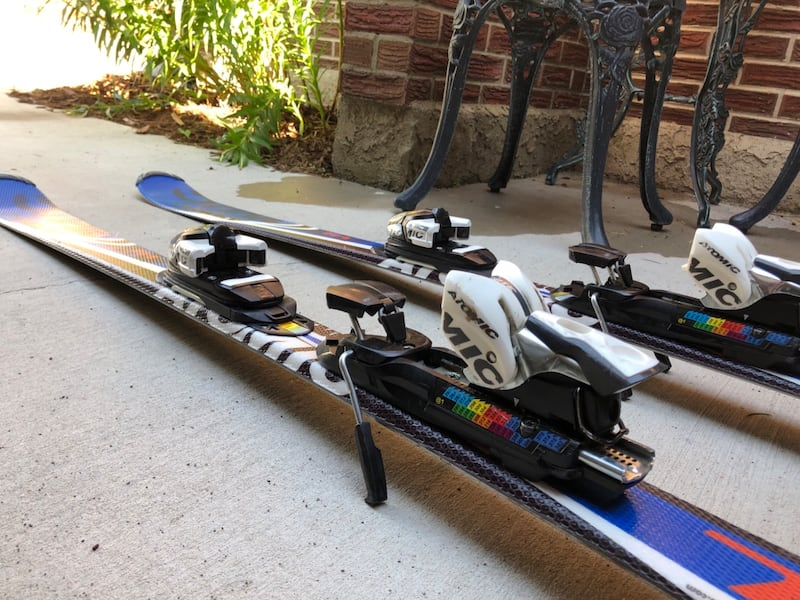 skis and boots 8fc0c5d1-493d-4f08-ad7e-45b3c58a1055