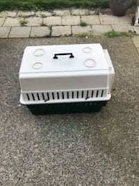 white and black pet carrier Albany, 97322
