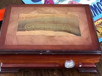 Humidor with humistat  Mississauga, L4W 5S3