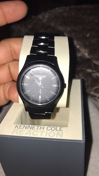 Round black analog watch (Kenneth cole ) with black link bracelet. Hollister, 95023
