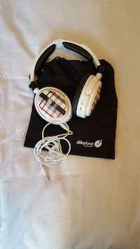 white & brown plaid corded headphones