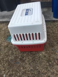 White and red plastic pet carrier. Like new. Kennesaw, 30144
