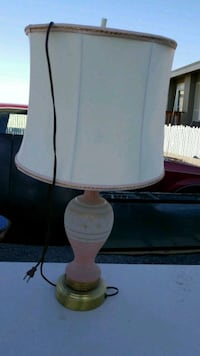 Pretty lamp with shade West Richland, 99353