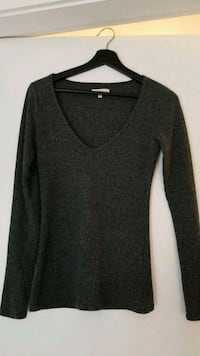 Aritzia sweater size s - low cut Vancouver, V6A 3B3