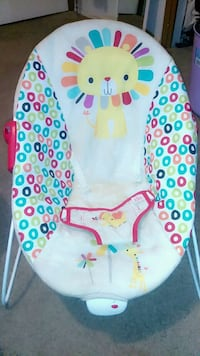 baby's white and blue bouncer Fresno, 93706