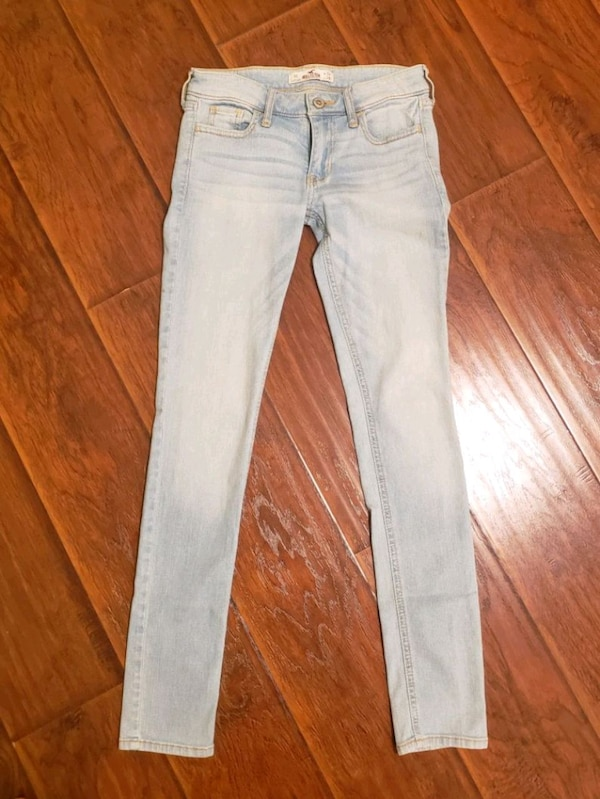 Hollister Light Washed Skinny Jeans  109d5007-727b-4aa6-8206-cf53603682f4