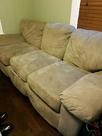 Couch Oxon Hill, 20745