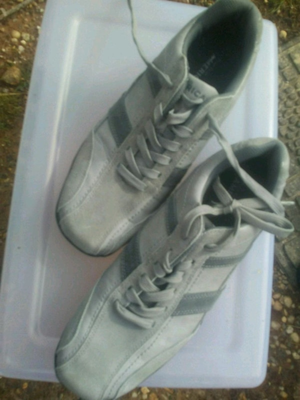 21c318cf5f8 Used pair of white low top sneakers for sale in Hendersonville - letgo