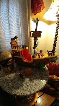 Jake The Pirate Ship & Figurines