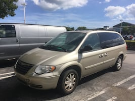 Chrysler - Town & Country - 2005