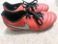 Boys outdoor soccer cleats size 5y Chattanooga, 37412