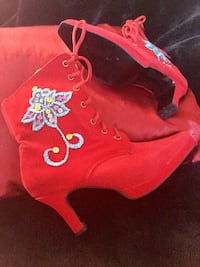 Beautiful fantasy red boots - Great for the holidays.