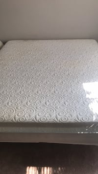 white and gray floral mattress Woodbridge, 22192