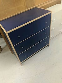 Its a large cuboard but it looks like that drawer Brossard, J4W 1A1