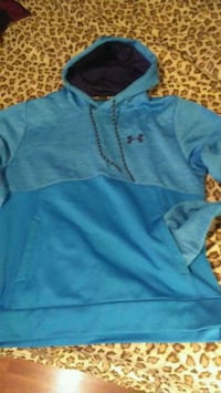 Blue like new under armor mens lrg hoodie $30 Winnipeg, R3T 2G6