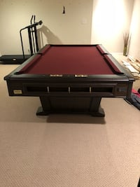 Beautiful pool table with balls, sticks, and rack Des Moines, 50309