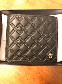Versace wallet. Never been used Washington, 20037