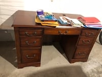 Brown wooden knee-hole desk Jamesville, 13078
