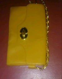 BEAUTIFUL Ladies Mustard yellow clutch with gold chain and elements.  Richmond, V6Y 2E3