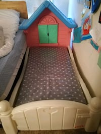 Toddler house shaped bed frame with new mattress! Fairfax, 22030