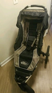 black and gray Graco stroller 32 km