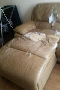 Beige Leather Couch Toronto, M6M 5B7