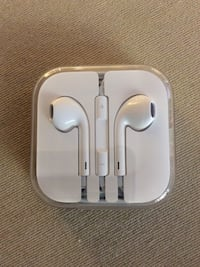 Apple earpods Coquitlam, V3E 0A2
