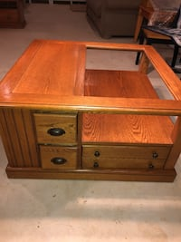 Beautiful Coffee Table in excellent condition. Manassas, 20112