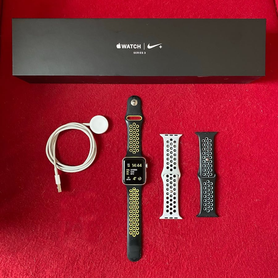Apple Watch 3 Nike Series (42 mm) + 2 Kordon 20550a1b-2ce0-4849-a07b-8bcede964394