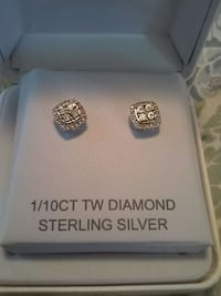 Cluster Diamond earrings, new. Never worn Nashville, 37076