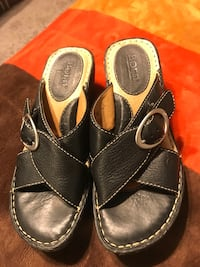pair of black leather sandals Cleburne, 76031