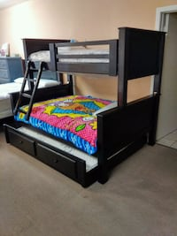 Bunk beds with trundle and mattress twin full full Lakewood, 90713