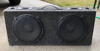 Super Blue 600 watt woofers in carpeted box/ needs plug in for wires Pierre Part