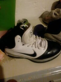 pair of white-and-black Nike basketball shoes Medina, 14103