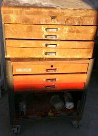 2 stacked tool chests