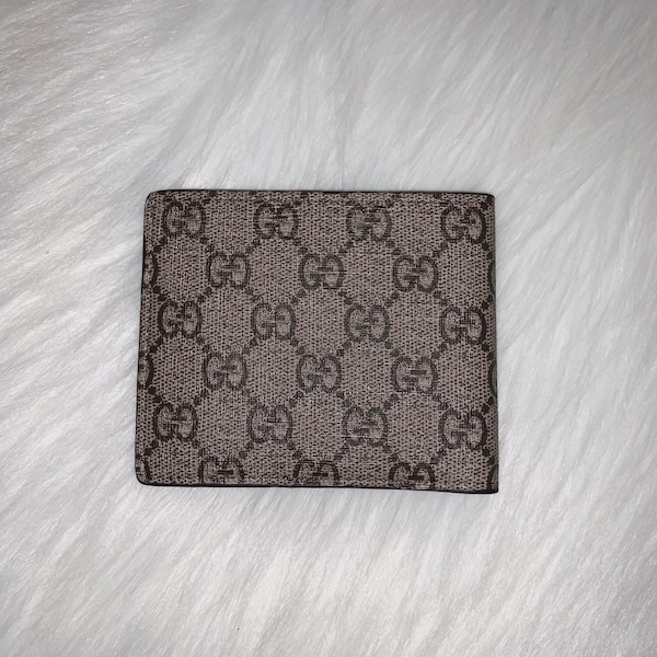 Gucci Bifold Wallets 1